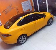 Mazda2 สีเหลืองเข้มๆ