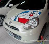 NISSAN March ติดคาดลายสีฟ้า+ฝากกระโปรง Doraemon